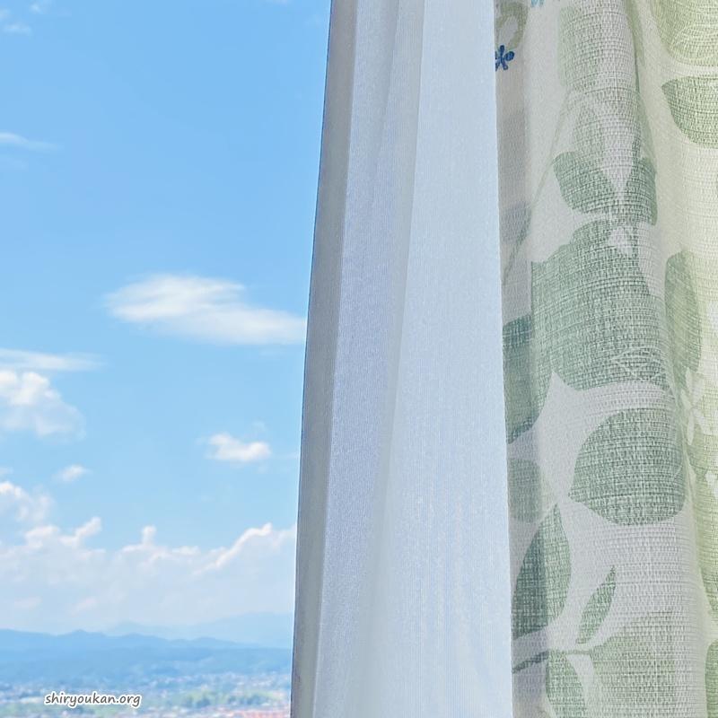西窓のカーテン